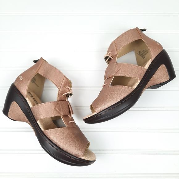 Jambu JBU Wedge Sandals Rose Tone Size 7.5